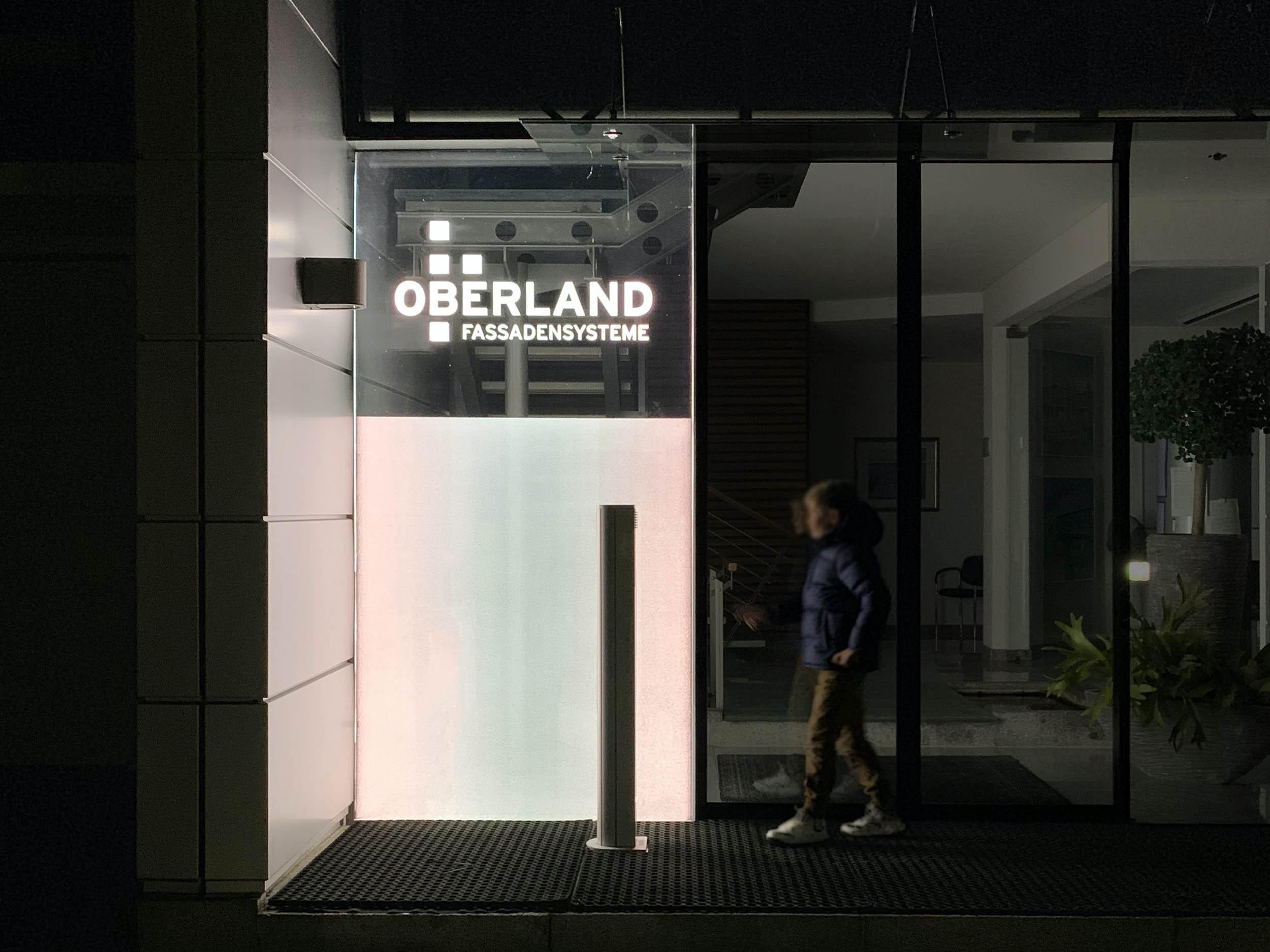 LED Isolierglas im Eingangsbereich