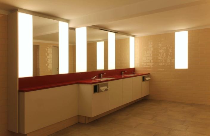 LED-Wandbeleuchtung im Sanitärbereich