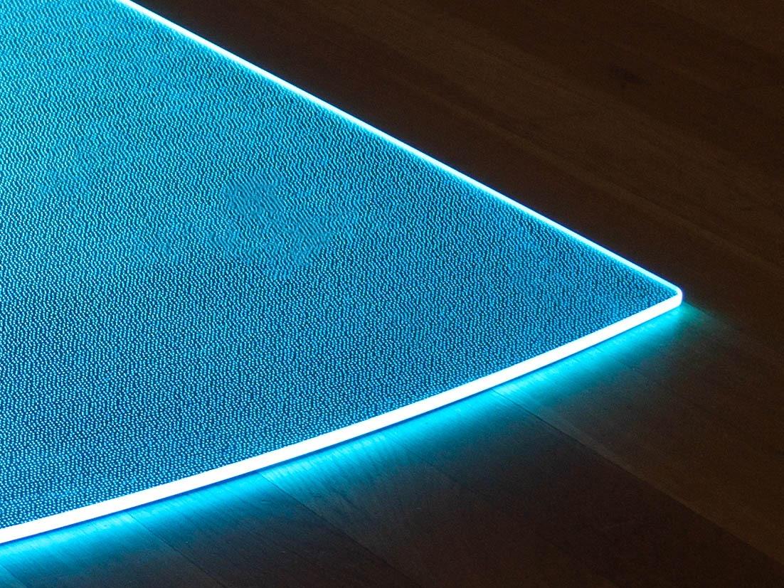 Blau beleuchtete Funkenschutzplatte aus Glas