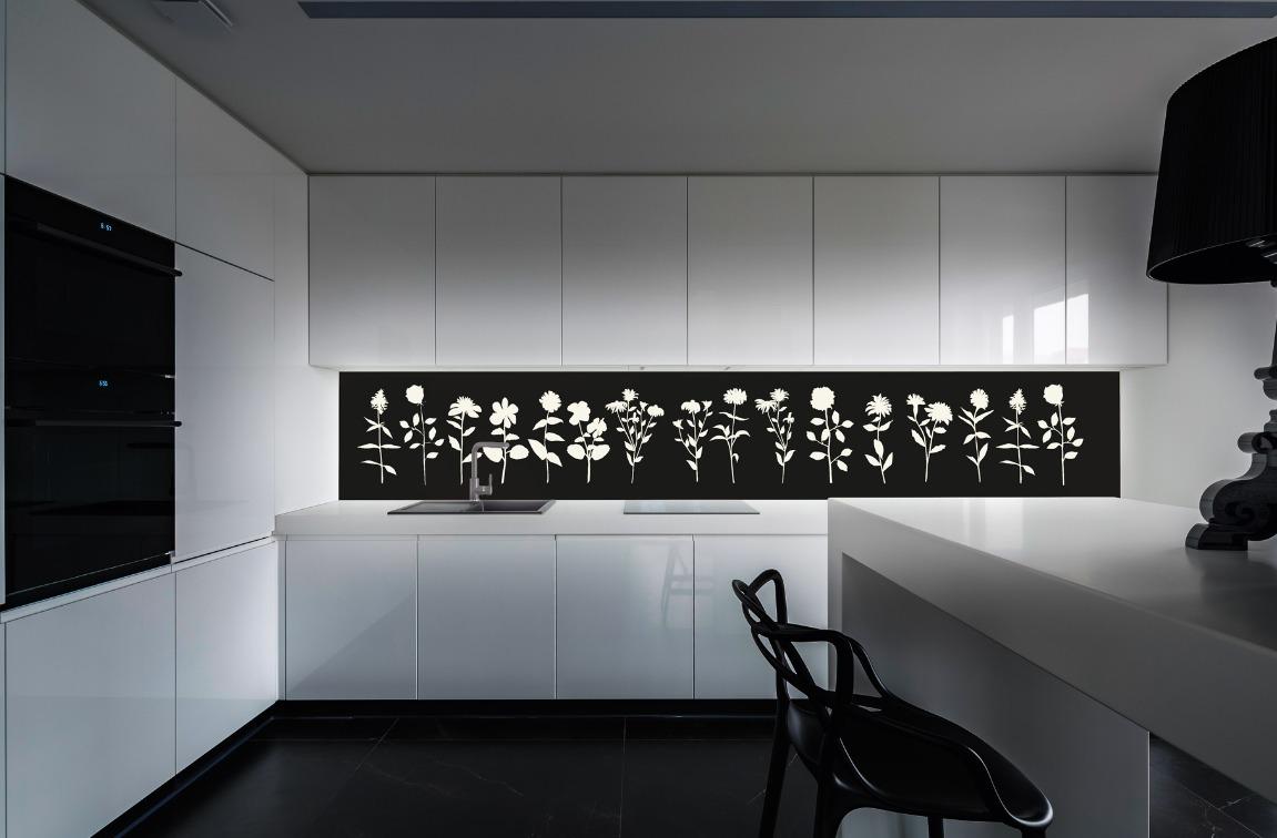 Beleuchtete Küchenrückwand mit Blumenmotiv