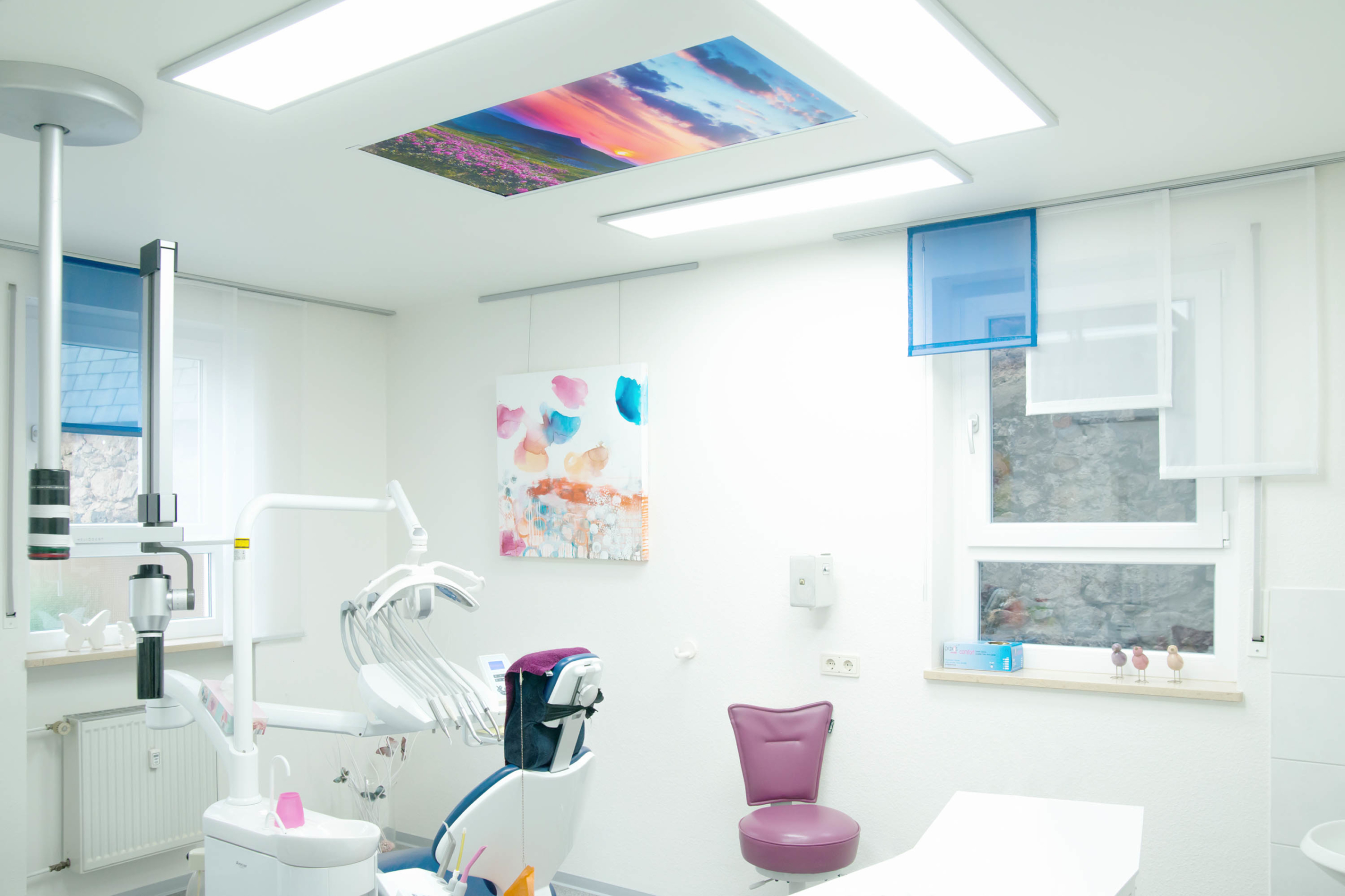 Lichtdecke mit Motiv in Praxisräumen