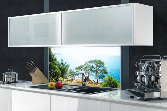 Beleuchtete Küchenrückwand mit Urlaubsmotiv